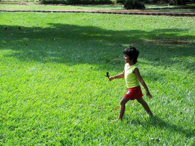 Camina para perder grasa y ganar salud. Fuente imagen www.sxc.hu/