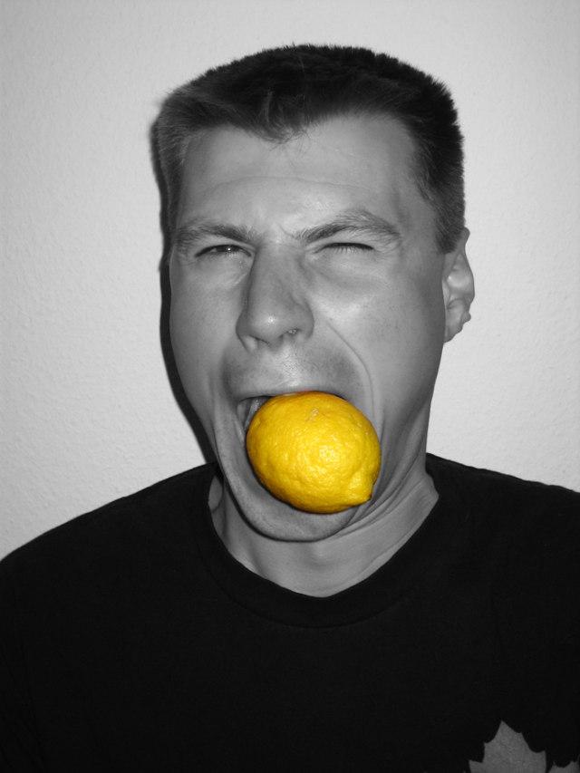 Gargaras de miel y limon para el dolor de garganta Fuente imagen www.sxc.hu/