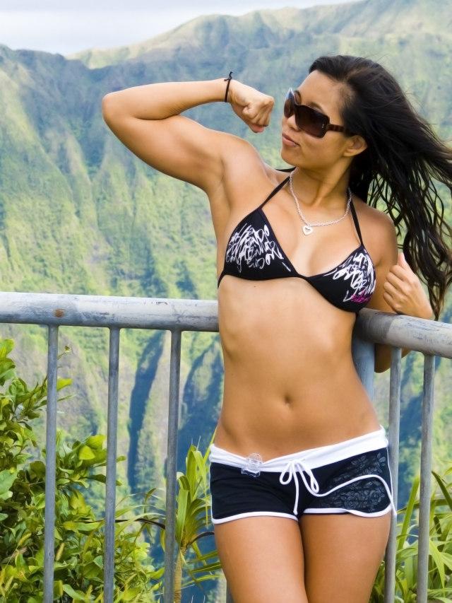 Haz ejercicios de fuerza para quemar más grasa muscular. Fuente imagen www.sxc.hu