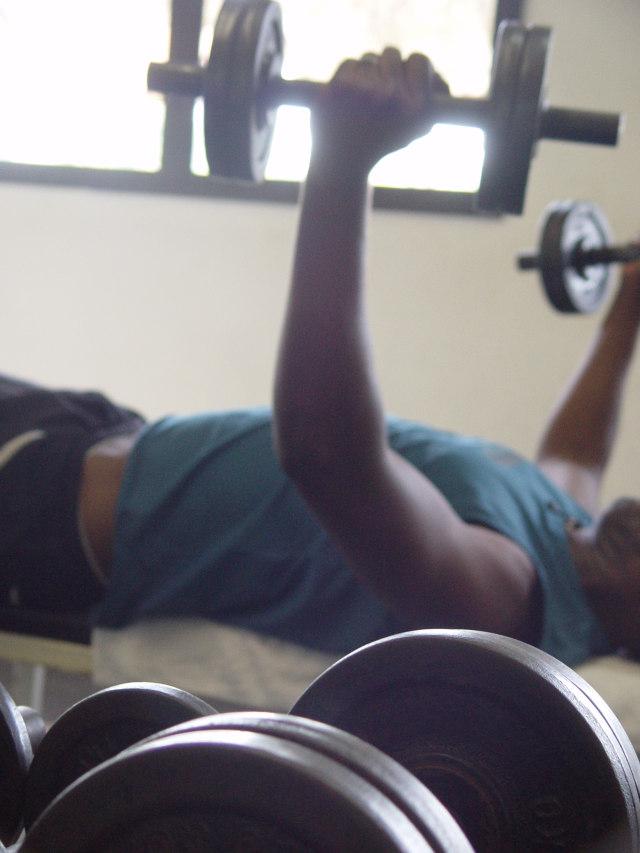 pierde peso y elimina grasa haciendo ejercicios de fuerza con www.deporteysaludfisica.com