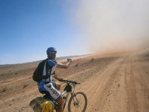 remolino 3 en el desierto de Marruecos Titan Desert