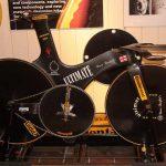 fuente imagen http/www.yorokobu.es/bruce-bursford-el-hombre-mas-rapido-sobre-una-bicicleta-334-kmh/